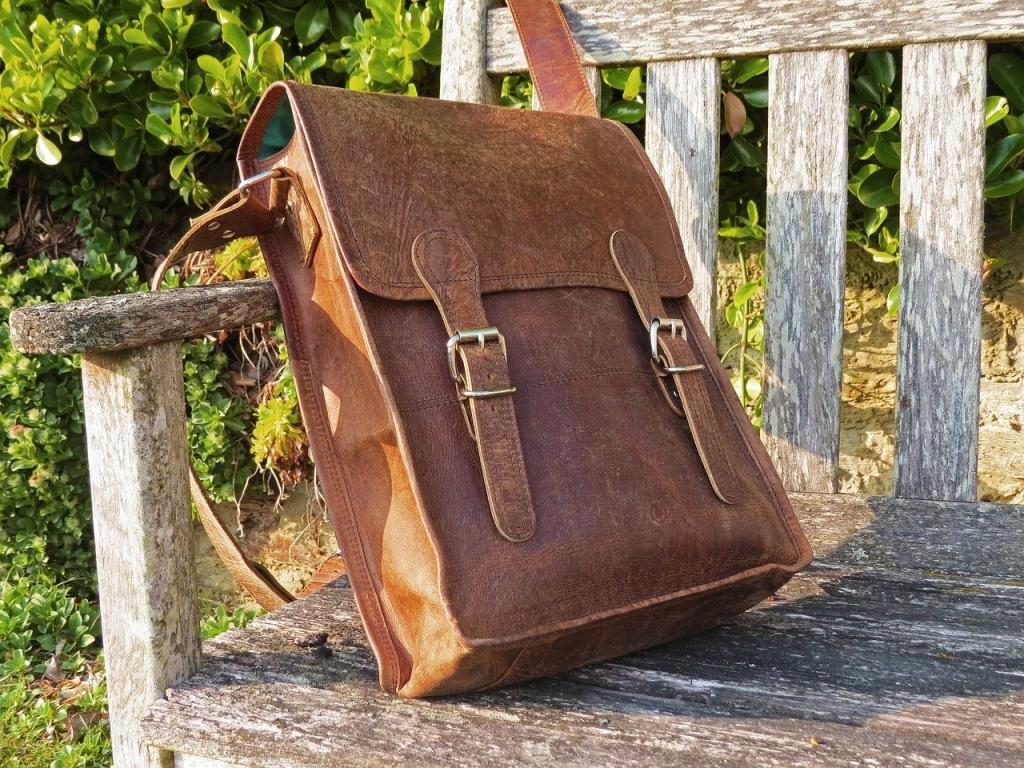 海外旅行のショルダーバッグ